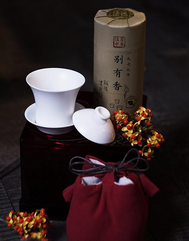 百年伍中 府城延陵堂 典藏藝術茶禮 1979 Amber Charms 1