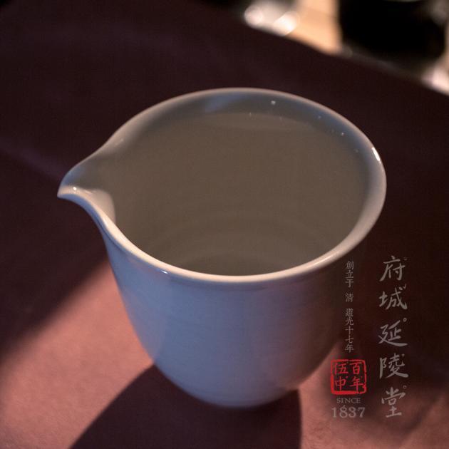 亮釉白瓷公道杯 1