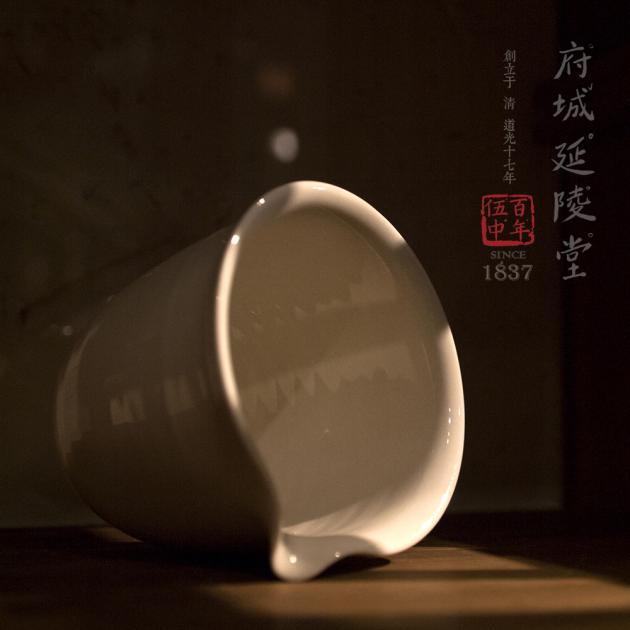亮釉白瓷公道杯 2